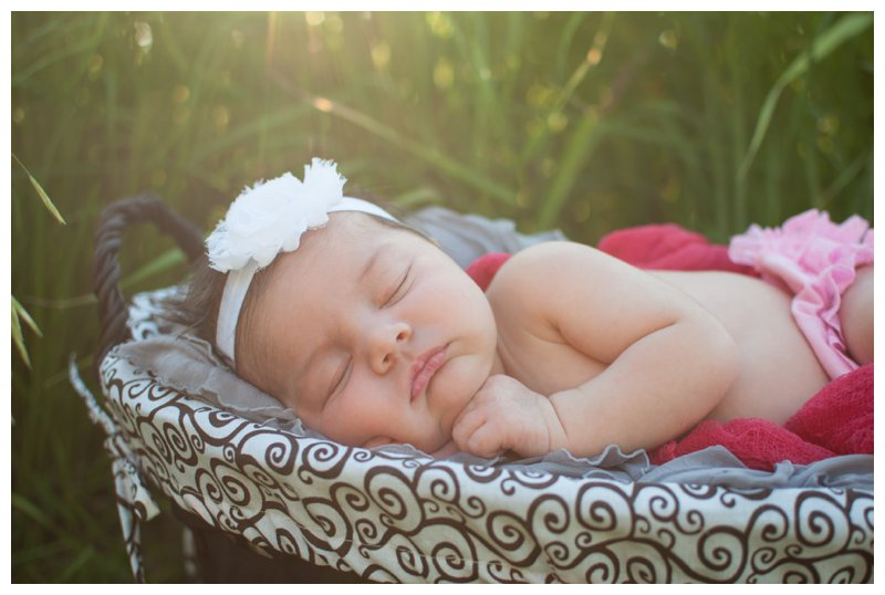 Outdoor Natural Light Newborn Photo Session